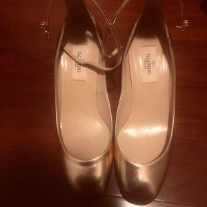 Valentino Shoes - Golden metallic shoes by Valentino.